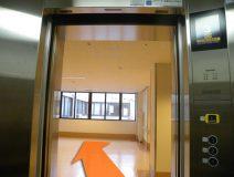 エレベーターを降りたら、左に行きます