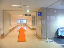 3階についたら、右に進みます